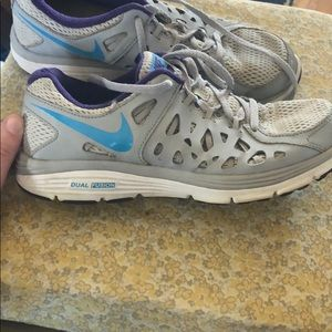 Nike Dual Fusion Tennis Shoes